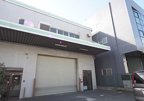 アイデア次第で可能性が広がる駐車場付き2階建倉庫物件