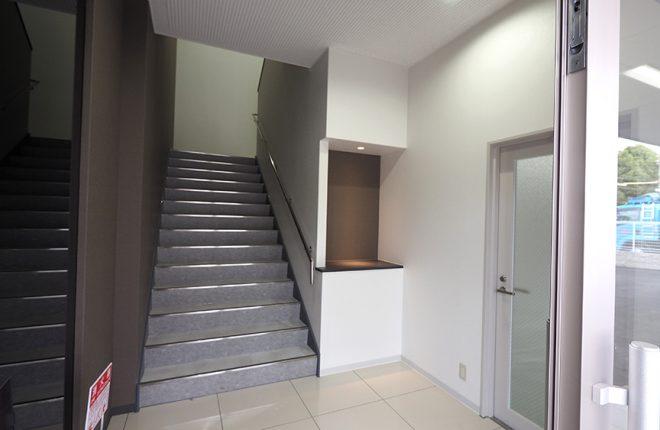 玄関ホール | 大阪市城東区の細部にこだわった倉庫事務所
