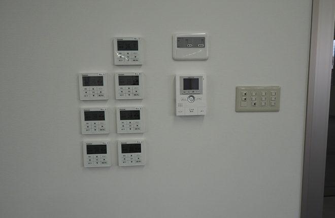 リモコンとインターホン | 大阪市城東区の快適な倉庫事務所