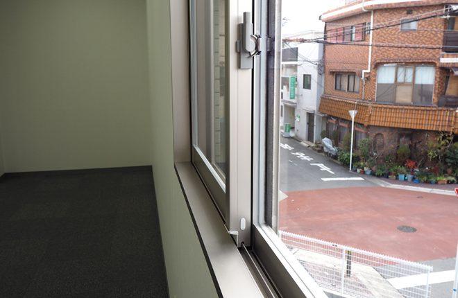 2階窓 | 大阪市城東区の快適な倉庫事務所